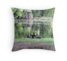 bird by the pond Throw Pillow