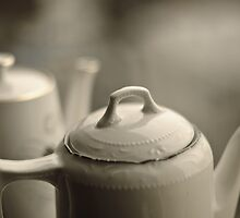 Tea potts by Ólafur Már Sigurðsson