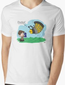 Eleventh Doctor vs a Dalek ... Peanuts Style Mens V-Neck T-Shirt