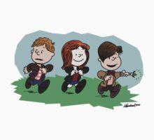 Eleventh Doctor and the Ponds ... Peanuts Style Kids Tee