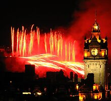 Edinburgh Festival Fireworks 2011 (III) by Shienna