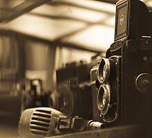 Old TLR camera by Gabriel Skoropada