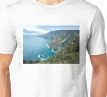 Slieve League sea cliffs in Co. Donegal Unisex T-Shirt