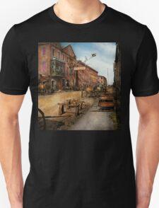 Steampunk - Archibald McLeish's Vulcan Iron Works 1865 T-Shirt