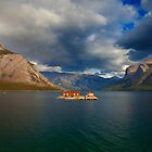 Lake Minnewanka, Banff Canada by damienlee