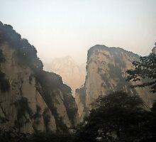 Misty slopes, Hua Shan, Shaanxi by DaveLambert