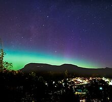 Aurora Australis over Mt Wellington, Hobart, Tasmania by Odille Esmonde-Morgan