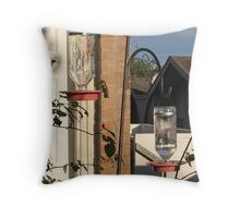 Flying in for licks Throw Pillow