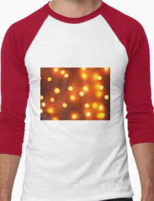 Abstract defocused and blur bokeh background of small yellow lights Men's Baseball ¾ T-Shirt