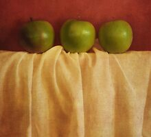 trois pommes by Priska Wettstein