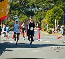 Kingscliff Triathlon 2011 finish line B6528 by Gavin Lardner