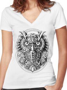 Owl Portrait Women's Fitted V-Neck T-Shirt