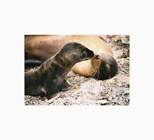 Sea lion kiss Unisex T-Shirt