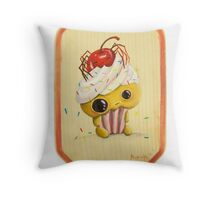 ihascupquake Throw Pillow