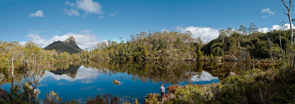 Lake Price with Mount Pillinger towering into the sky by andychiz
