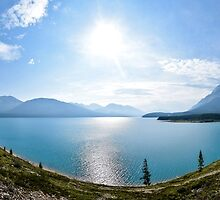 Panoramic of lake in Icefields Parkway, Banff, Canada by Luke Farmer