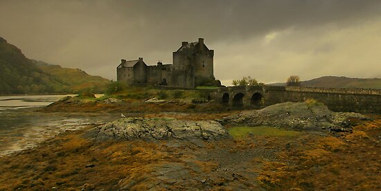 """Autumn at Eilean Donan"" by peaky40"