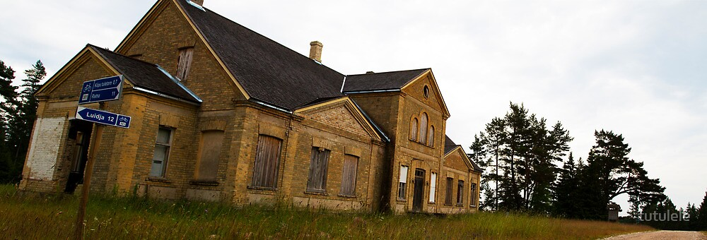 Old Building by tutulele