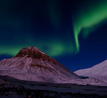 Aurora Borealis over Sarkofagen and Longyear Glacier by Algot Kristoffer Peterson