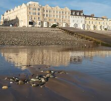Hotel at low tide by kalaryder