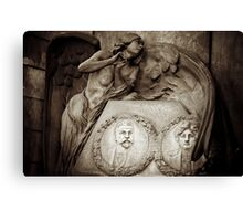 Under her wings Canvas Print