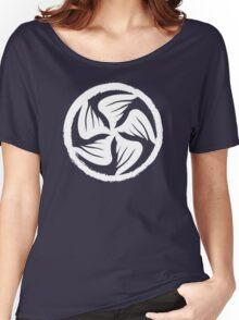 Crow clan mon Women's Relaxed Fit T-Shirt