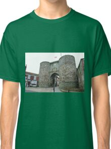 The Landgate at Rye, England Classic T-Shirt
