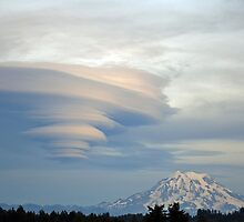 Fabulous Lenticular cloud and Mount Rainier by Kathy Yates