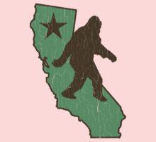 California Bigfoot (vintage distressed look) Kids Clothes