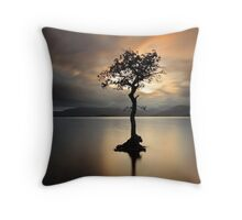 Lone tree on Loch Lomond Throw Pillow