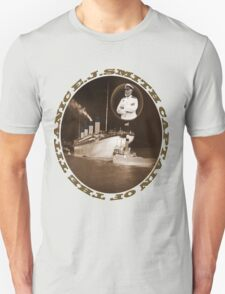 ☝ ☞ EJ SMITH CAPTAIN OF THE TITANIC & TITANIC -TEE SHRIT-Titanic leaving Belfast with two guiding tugs ☝ ☞ T-Shirt
