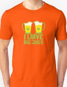 I love BIG JUGS green shamrocks St Patricks day beer jugs T-Shirt