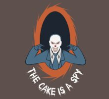 The cake is a SPY T-Shirt