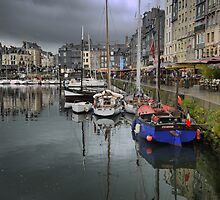 Honfleur   Harbourside (2)   by Larry Lingard-Davis