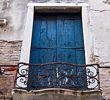 No! Don't close the shutters by vesa50