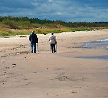 Seniors walk by fotorobs