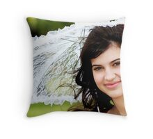belle fille Throw Pillow