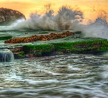 Turimetta Big Splash by Ian English