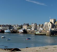 Barfleur Harbor by cclaude