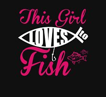 THIS GIRL LOVES TO FISH Unisex T-Shirt