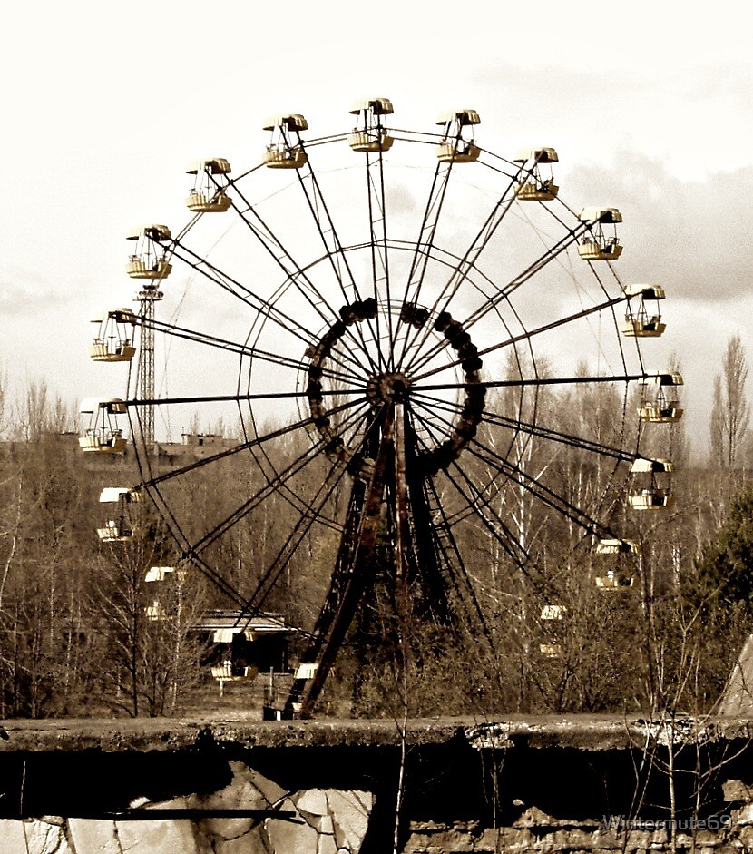 Ferris wheel in Pripyat fun fair by Wintermute69