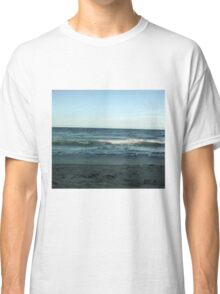 Wave in the ocean Classic T-Shirt
