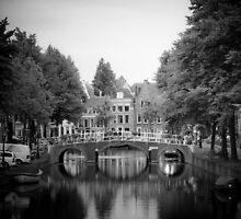 Leiden by Giulio Menna