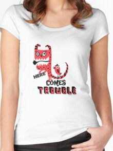 Here Comes Trouble - deux Women's Fitted Scoop T-Shirt