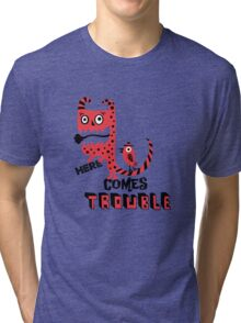 Here Comes Trouble - deux Tri-blend T-Shirt