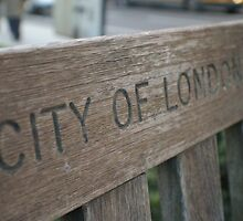 wooden bench city of London by mariette sardin