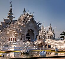 White Temple - Chang Rai, Thailand by Cameron Christie