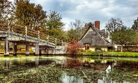 Flatford Bridge Cottage by timmburgess