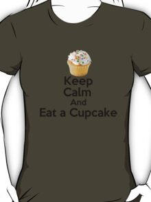Keep Calm & Eat a Cupcake ( T-Shirt ) T-Shirt
