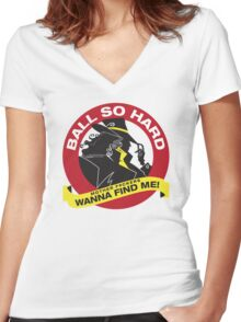 Carmen Sandiego - Everybody wanna find her Women's Fitted V-Neck T-Shirt